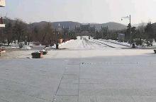敦化六鼎山清祖祠大殿前的广场。