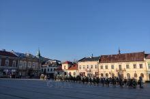 克拉科夫的街景和商场内部样子。