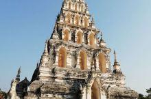 莲塔寺是古城里最醒目的建筑,具有浓郁的缅甸风格。          从外观上看像是一座金字塔形建筑。
