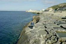 马耳他的盐田 MALTA 的第二大岛GOZO岛上除了有倒塌的蓝窗,还有就是著名的盐田。但是GOZO岛
