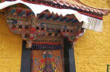 青朴修行地引三面环山,山谷正南面敞开处正对着雅鲁藏布江的宽广河谷,观景非常有气势。由于深居大山深处,