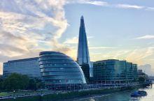 """伦敦碎片大厦   位于伦敦泰晤士河南岸的""""碎片大厦(The Shard)""""由伦佐·皮亚诺设计,以30"""