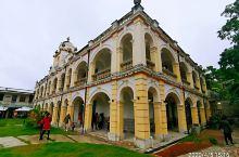 台山光明学校 光大学校也叫光明学校 它位于台城西南的筋坑村委会 是一所由华侨捐助的中西合璧洋楼建筑式