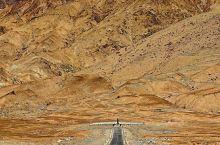 大红柳滩到三十里营房126公里,中间要翻越海拔4269米的康西瓦达板,海拔最高的康西瓦烈士陵园在群山