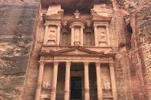 佩特拉古城(公元前9年—公元40年),是约旦南部的一座历史古城,它是约旦南部沙漠中的神秘古城之一,也