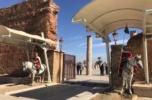哈桑塔位于摩洛哥首都拉巴特,是整个城市的象征,它原是摩洛哥最古老也是最大的清真寺,但是工程未竣工