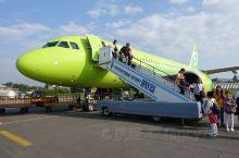 从太原到北京首都国际机场再到俄罗斯贝加尔湖,辗转了一天半,首都机场还是很气派的,我们坐的S7飞机通体