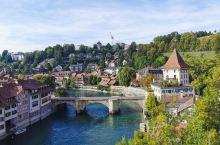 伯尔尼城市掠影~ 瑞士的首都伯尔尼是个极为精致的城市 阿勒河把该城分为两半,西岸为老城,东岸为新城,