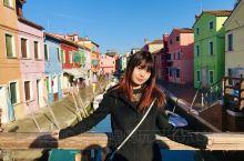 """威尼斯上的彩色小镇 不同于威尼斯的""""船水马龙""""热闹喧嚣,布拉诺岛是一个偏离中心的世外桃源。坐船大概四"""