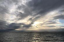 乘着巨大的邮轮去温哥华岛 一路上风景超好!就是风太大了哈哈哈真的很大!岛上也很美哦!