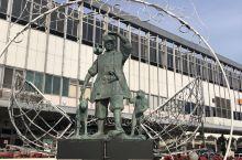 日本家喻户晓的桃太郎塑像,一出JR站就看见了
