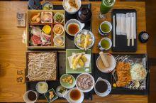 日料是世界公认的烹调过程最为一丝不苟的国际美食,这也造就了日本料理精致而健康的饮食理念。  一是因为