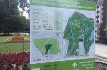 位于新西兰的雅芳河畔的基督城植物园占地三十公顷,种植了国内外最好的植物品种。玫瑰园是植物园的中心,有