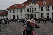 印度尼西亞的雅加達,老城區感覺很舒服,治安感覺不錯,悠閒,廣場旁有不少餐廳,附近亦有不少賣藝者,建議