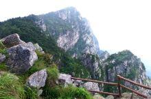 五老峰,是江西庐山之第二高峰,而第一则是漢陽峰。但五老峰卻有其獨特之特色,他位處庐山東侧,如屏風般五