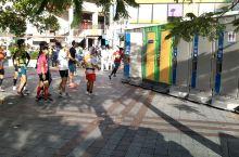 第35届冲绳马拉松(1)明显厕所不够都跑到冲绳二手包店里面了。