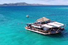 挑战自己,纵身一跃,一起跳 特色推荐: 海风微拂,入眼翠蓝。斐济cloud9海上酒吧,打卡拍照吸晴