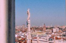 登顶才是欣赏大教堂之美的最佳方案 . 前不久,意大利男高音歌唱家波切利在米兰大教堂的一场公益音乐会,