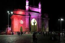 印度门(Gateway of India)是二十世纪初在印度马哈拉施特拉邦孟买市建造的拱门纪念碑。它