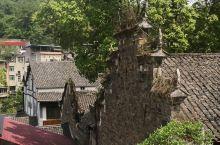罗泉古镇的防火墙,以前的房屋基本是木质房,中国人民十分聪明在两家之间会建筑烧制砖为挡墙,以防万一。而