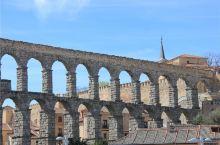 西班牙塞哥维亚 塞哥维亚建于公元80年的罗马时期,是西班牙无数古城中保存最好的。 罗马输水道是古罗马