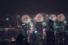 #新年旅拍大赛#  香港跨年焰火了解一下? 虽然太平山顶很冷但是维多利亚港的视角还是值得等的! 金钟