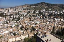 格拉纳达 西班牙 1984年入选世界遗产名录的阿尔汉布拉宫和赫内拉利费,1994年又补充了阿尔贝辛区
