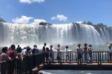 世界上最宽的瀑布—伊瓜苏大瀑布  作为世界上最宽的瀑布,伊瓜苏大瀑横跨阿根廷和巴西两国!而在不同的国