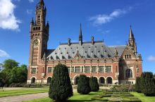 我们的愿望是世界和平  「一个被和平二字烙印的城市」。海牙作为国际法庭所在地,从1946年第一次国际