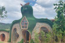 凤龙湾旅游度假区阿拉丁小镇位于昆明市北部,曲靖市西部。距离寻甸县城10公里,如果您从寻甸县城出发只需