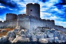 """从书中到岛上  最早了解伊夫岛,是在大仲马的《基督山伯爵》中,似乎这个岛会跟""""监狱""""、""""囚禁""""等词关"""