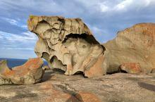 神奇岩石 Remarkable Rocks 可谓名副其实的天然奇观。在濒海而立的巨大花岗岩上,坐落着