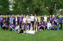 今天下午,剑桥同学们进行板球训练。