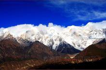 南迦巴瓦雪山,是喜马拉雅山东端最高峰,海拔7782米,高度排在世界最高峰行列的第15位。  由于这里