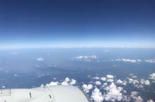 每年飞行七八十次,还是止不住拍摄记录云端之美。