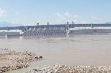 长江三峡,中国的伟大工程。它凝聚了无数人的心血,历经数十年才最终完工