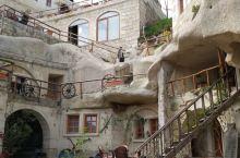 到了土耳其卡帕多西亚,洞穴酒店是一大特色,不能不住。格雷梅镇上洞穴酒店不少,可以根据自己的需要选择。