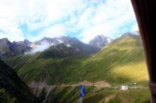 从聂拉木到樟木落差近2000米,山势险峻,风景确实美不胜收。有时间的话走下来是不错的选择。也有些人是