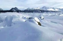 阿拉斯加,一个荒凉而陌生的地方。遥远,冰天雪地,极光是这里的代名词。 阿拉斯加州,位于北美大陆西北端