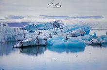 冰河湖蓝冰,世界静默如谜  车开了二百多公里,烧半缸油,经历十次大雨,遇见一道彩虹,我们到达了冰川湖