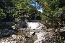 龙潭湾风景区位于岫岩境内,景区内河水非常清澈,河水湍急,景区内大小瀑布很多,青山绿水,值得一去。