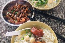 横沥汤粉 最喜欢猪脚汤河粉,河粉薄且细,口感很好,猪脚焖得挺入味,略带点咸,还有猪脚筋,猪肠这样的可