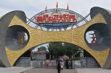 杂技之乡的欢乐江湖。 吴桥的杂技渊源已久,最突出特点是其民间性,吴桥杂技大世界的建设沿袭了其一贯的江