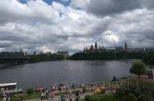 加拿大首都渥太华,这个城市不太大,但是很漂亮。