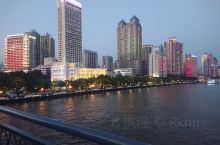 国庆的海珠广场是广州市举行70周年庆典的主要活动场所之一,包括大大的屏幕上的国旗,然后海珠桥以及珠江