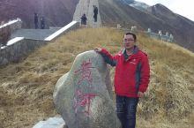 三江源自然保护区,来得时候没有卖票的工作人员,干了一件没素质的事情,翻越围栏与石碑合了张影。