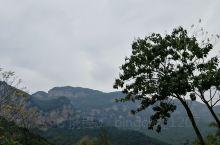 趁着国庆假期去的云丘山,虽然枫叶未红,但一路景色依然宜人。冰洞照片不小心删了没发,冰洞值得一看。玻璃