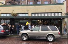 星巴克第一店 位于西雅图派克市场1912门牌的店,是全世界第一家星巴克店。这家店建立于1971年,是