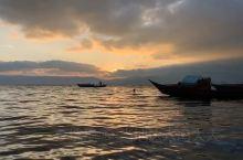 #抚仙湖日出# 延时摄影  云南人把滇池、洱海、泸沽湖给了世人,把抚仙湖留给了自己。提起抚仙湖,很多