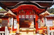 地主神社位于清水寺正殿北侧出口对面的地主神社是日本祈求美好姻缘的神社,建于神代末期日本建国之前。里面